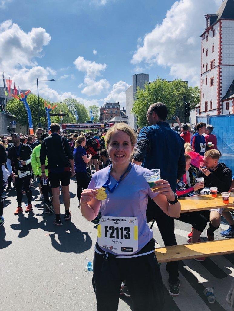 Verena nach Halbmarathon Mainz